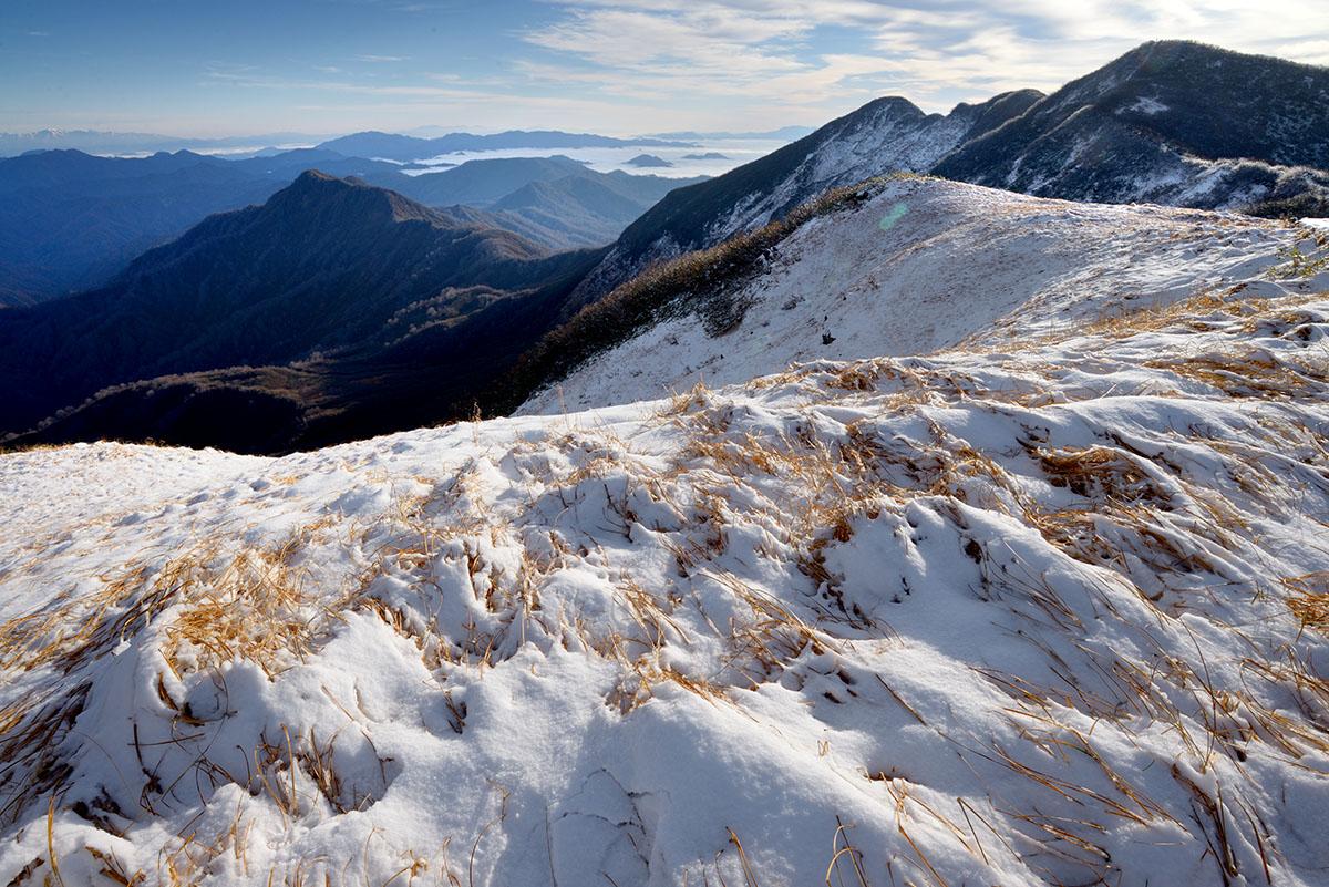 新雪の青雲岳山頂