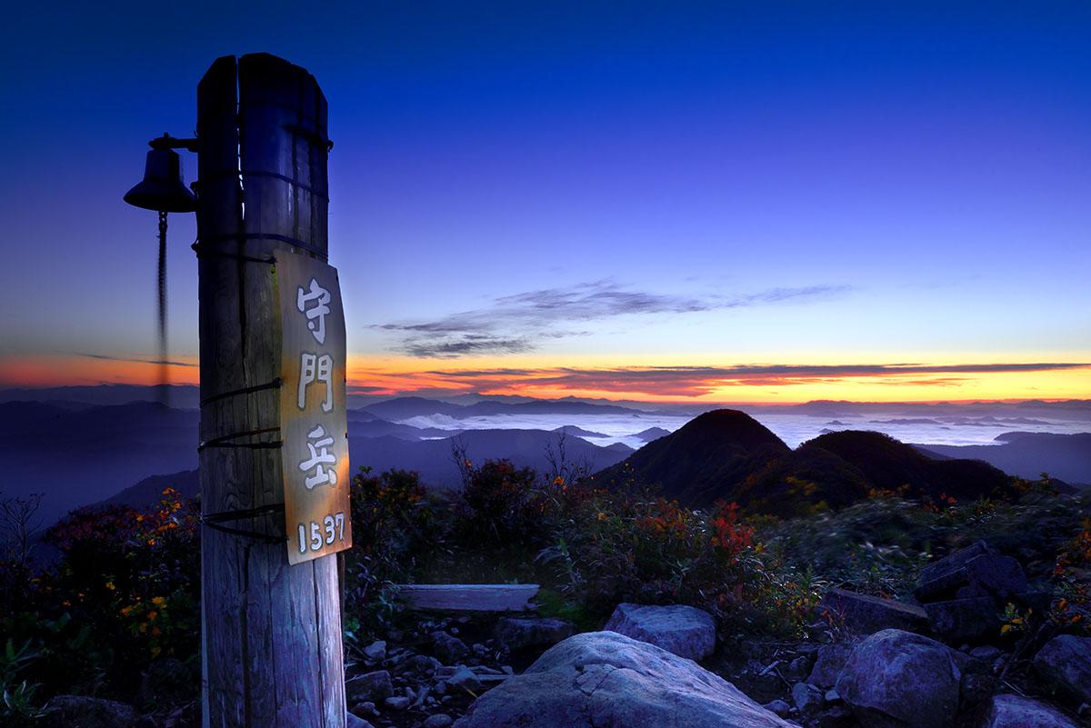 黎明の山頂・守門岳