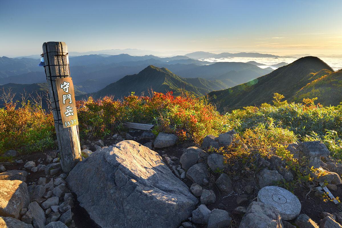 紅葉の山頂・守門岳